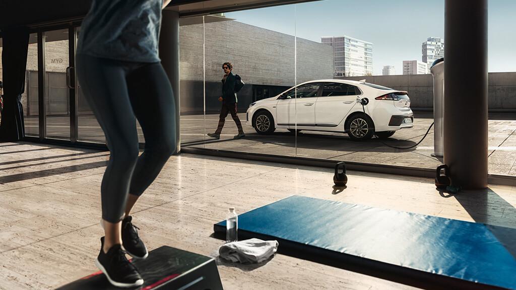 Punto de recarga para coches eléctricos instalado